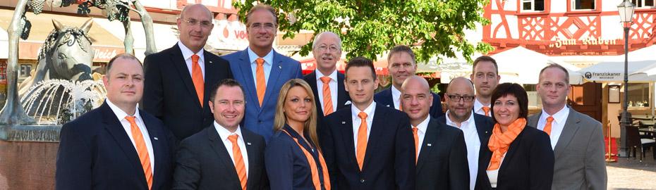 Der Gesamtvorstand, bestehend aus Uwe Abel, Heinz-Peter Schamp, Walter Schmitt (hinten, v. l.), mit Sabrina Gerlach (5. v. l.), Wolfgang Baatsch (4. v. r.) und dem MVB-Beratungsteam Rheinhessen
