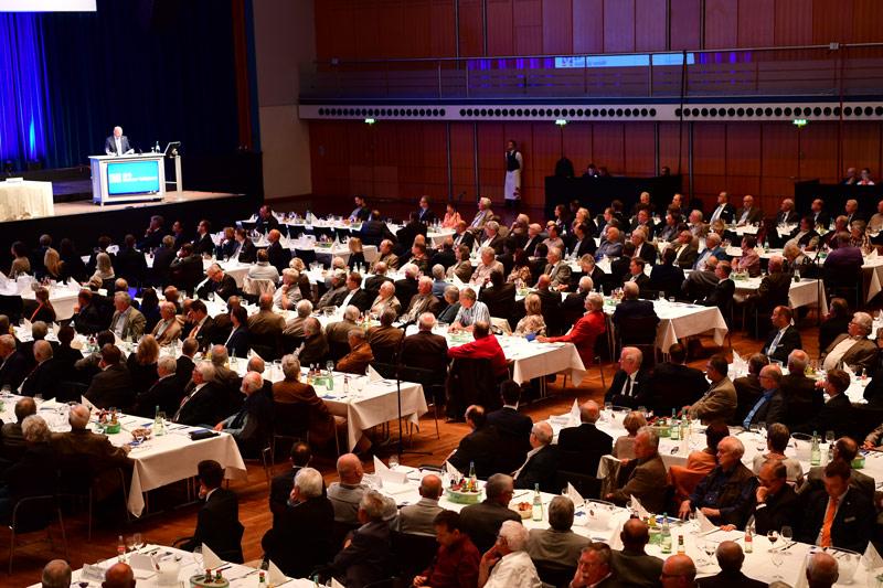 Über 200 Vertreterinnen und Vertreter hatten sich in der Rheingoldhalle versammelt.
