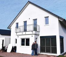 Eva und Sebastian Prang bezogen vor knapp einem Jahr ihr neues Haus in Dolgesheim.