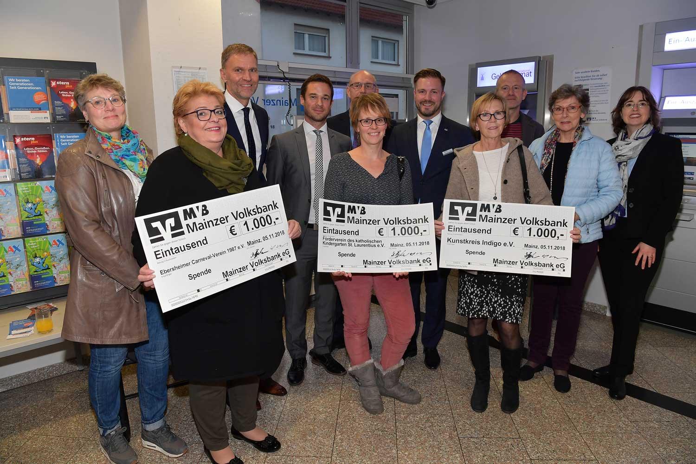 Ebersheimer Vereine bekommen MVB-Schecks